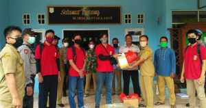 Mahasiswa KKN UNB Bantu Masyarakat Desa Bantar Karet