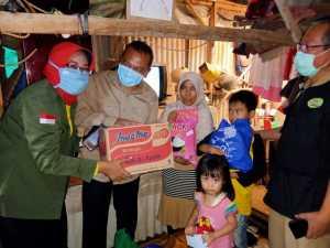 Relawan ASN Pemkab Bogor santuni guru ngaji di Kelurahan Sukahati