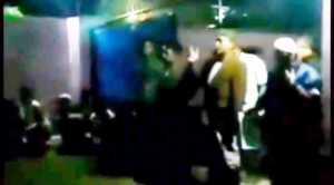 Warga mengusir keluarga pelaku penghina lagu Aisyah Istri Rasulullah. (Foto: Ist)