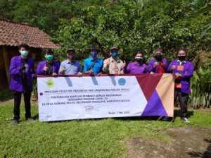 FKIP Universitas Pakuan Berbagi Sembako di Tenjolaya