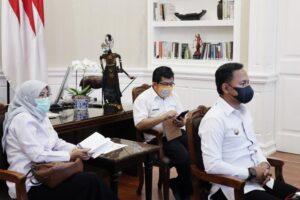 Wali Kota Bogor, Bima Arya mengikuti rapat koordinasi terkait antisipasi perkembangan kasus Covid-19 di Jabodetabek.