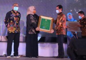 Ketua Kwarcab Bogor Terima Penghargaan Bupati